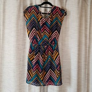 5/$25 City Triangles Chevron Print Dress Small